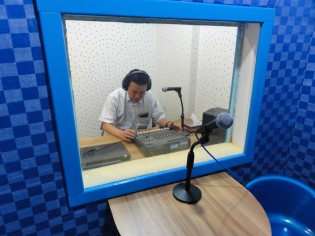 パートナーのBangladesh NGOs Network for Radio and Communication (BNNRC)内に作られたスタジオ
