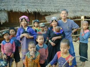 ヘルスセンターの近くに住む子供たちと撮影