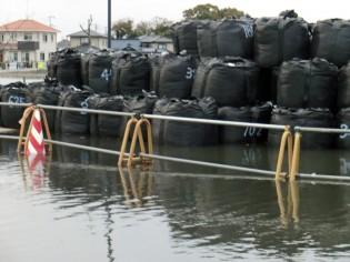地面沈下で、満潮時には道路が冠水