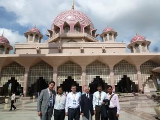 最終日の校外視察でPutra Mosqueを訪問