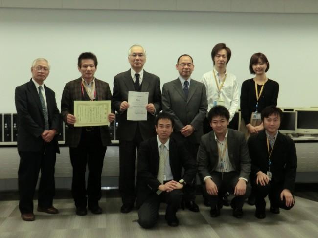NTTぷらら社でのパソコン贈呈式