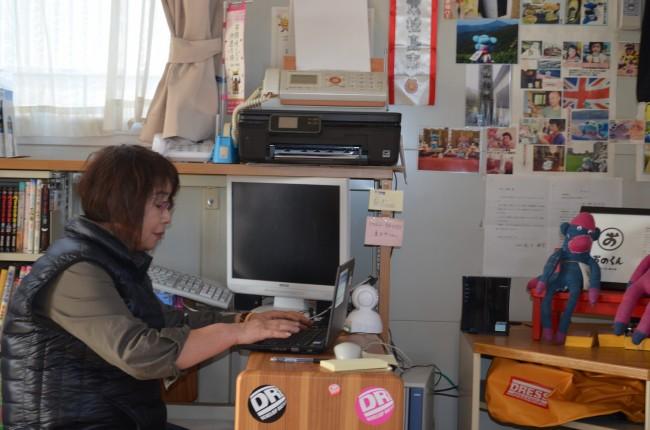 団地自治会の事務処理業務を行う役員。インターネットの導入と当会寄贈PCで、事務処理の効率が上がりました