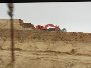 「高台移転」のための整地工事があちこちで見られるようになりました