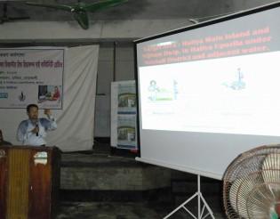 プロジェクトの詳細を説明するBHNバングラ事務所のションジョイ氏