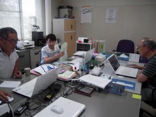 自治連合会事務所内での研修の模様