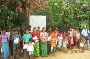ハザードマップ設置後の説明会に集まった村民